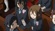 The class is worried about Yui