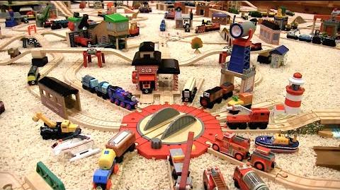 Thomas Wooden Railway Layout ( 11)
