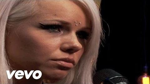 Kerli - Love Me or Leave Me (Livestream)