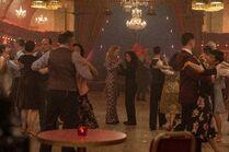 3x08-40 Villanelle Eve dance
