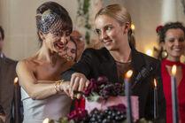 3x01-14 Villanelle Maria wedding cake