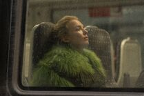 3x07-60 Villanelle on train