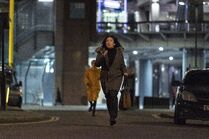3x08-27 Villanelle chases Eve