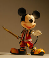 Kingdom-hearts-play-arts-king-mickey-figure