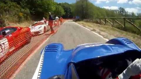 Этторе преодолевает одну из гоночных трасс