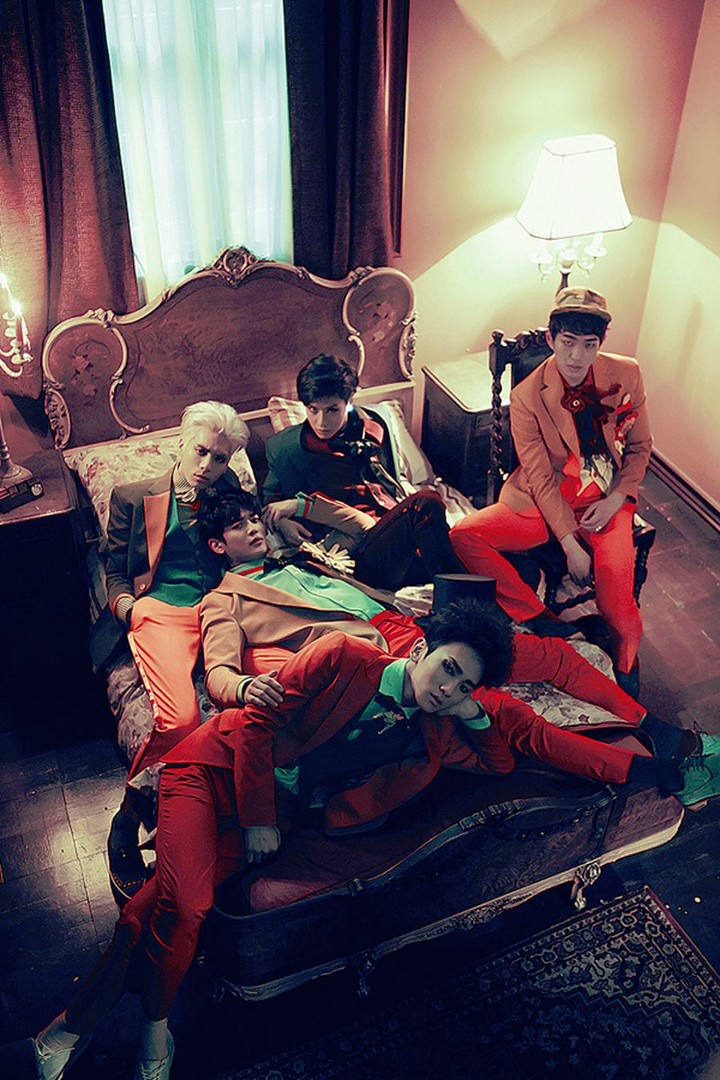 SHINee Married To The Music group promo photo.png