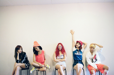 F(x) Pink Tape group photo 2
