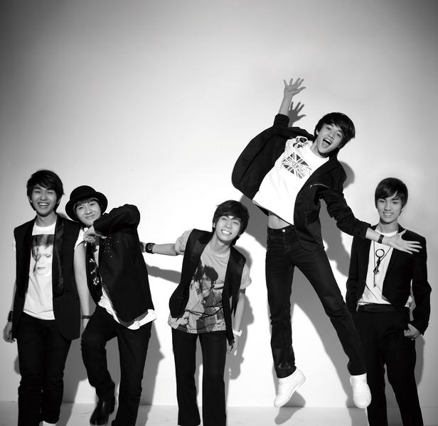 SHINee Amigo group photo.png