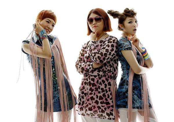 Piggy Dolls Hakuna Matata group promo photo (2).png