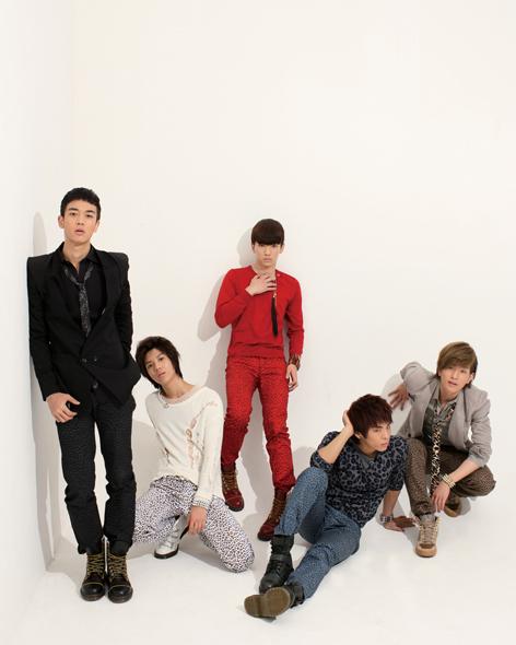 SHINee Hello group photo.png