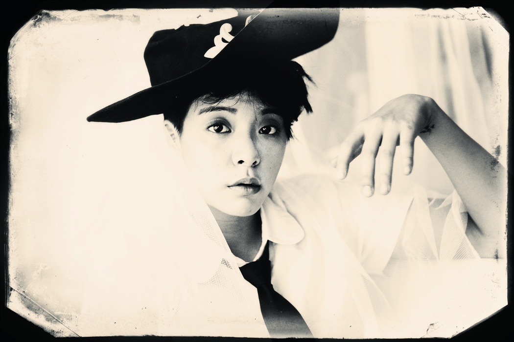 F(x) Pink Tape Amber teaser photo.png