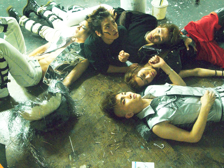 SHINee Lucifer group photo.png