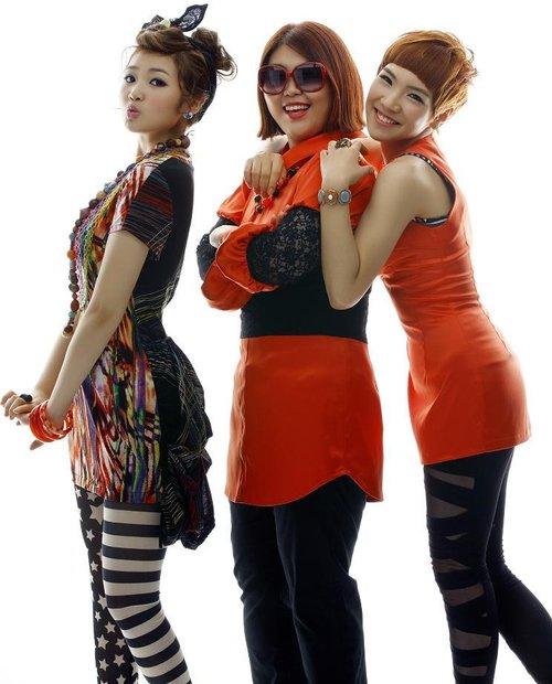Piggy Dolls Hakuna Matata group promo photo (1).png