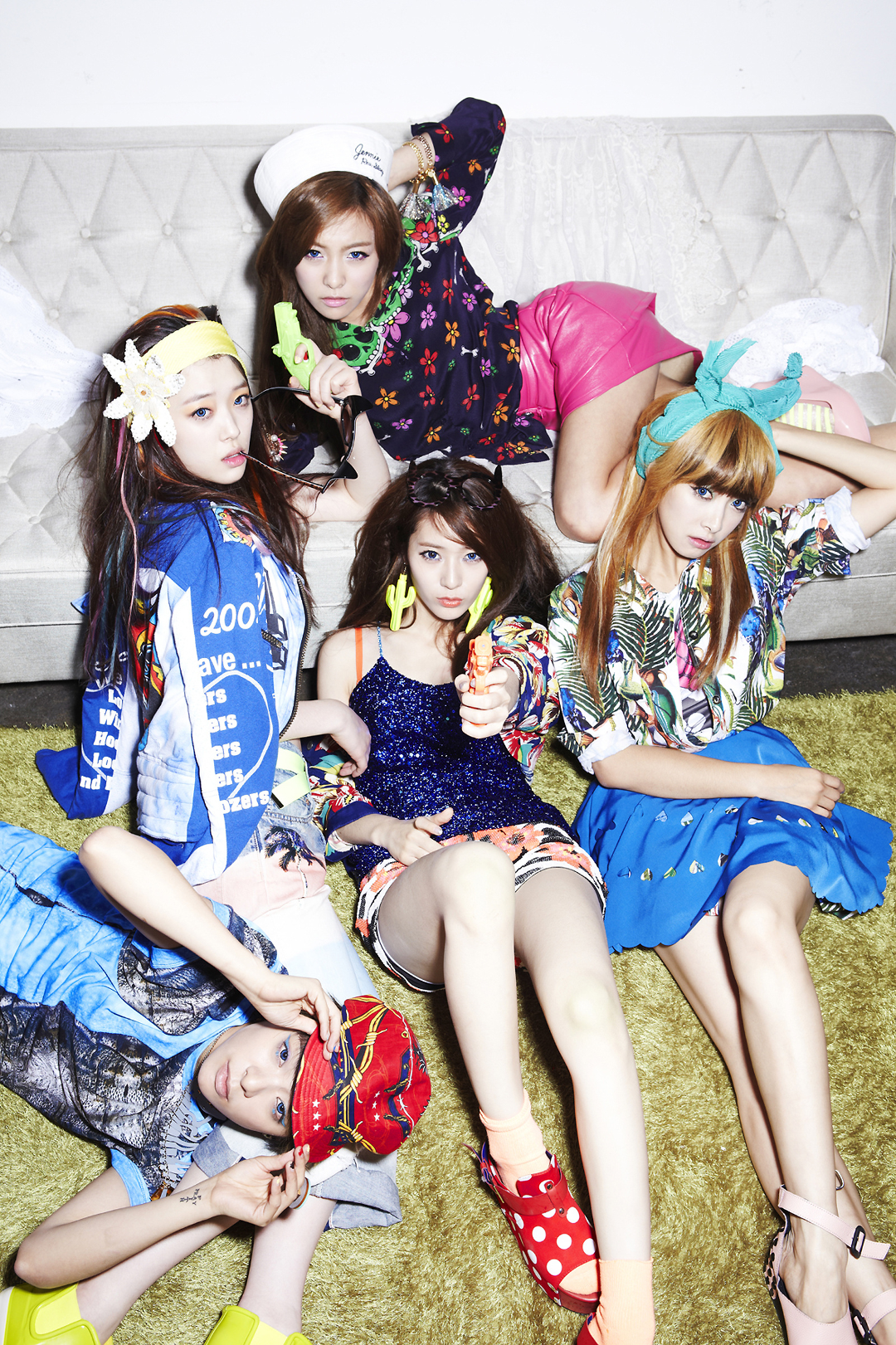 F(x) Electric Shock group photo.png