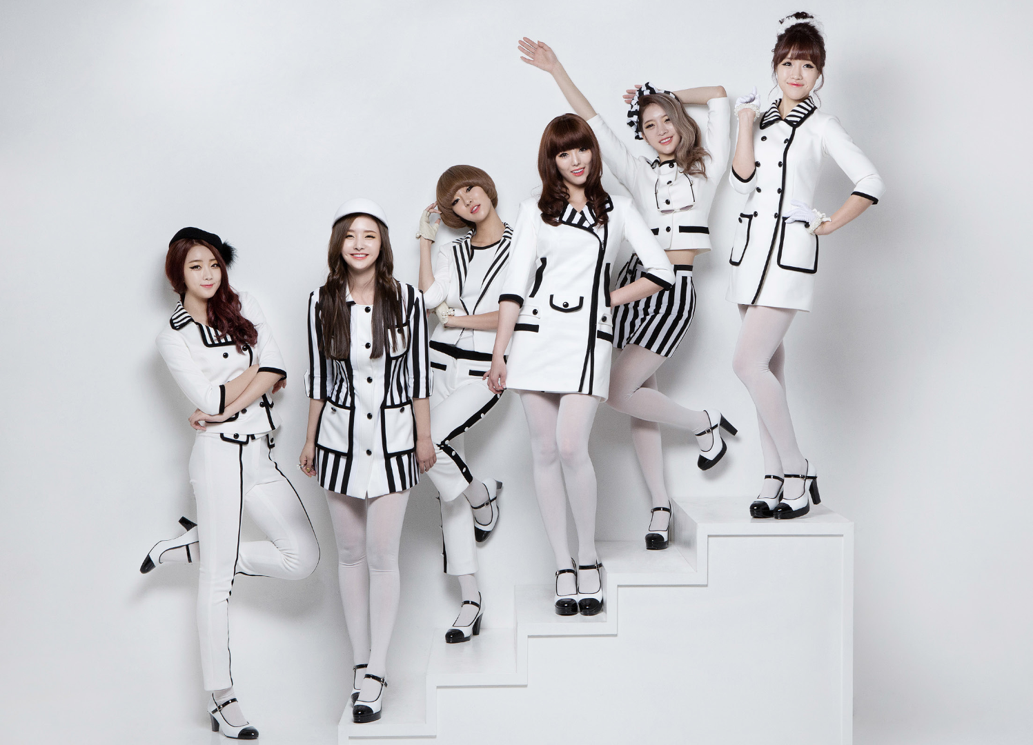 Dalshabet Have, Don't Have group photo.png
