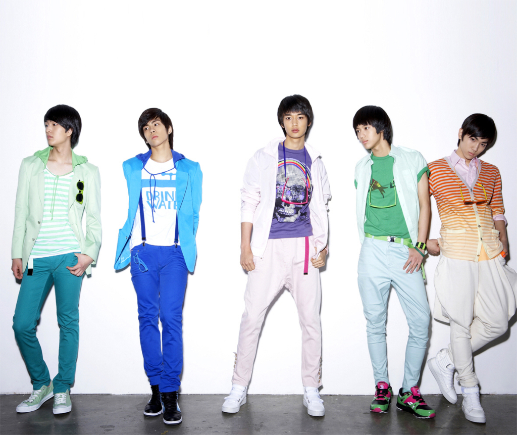 SHINee Replay group promo photo.png