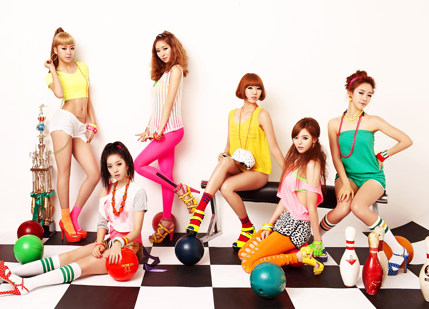 Dalshabet Bling Bling group photo.png