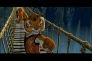 KFP-Tigress De pie bajo la lluvia - YouTube3.jpg