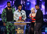 6-16-18 MTV Movie Awards acceptance and present 010