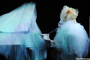 2010 BRIT Awards performance 001