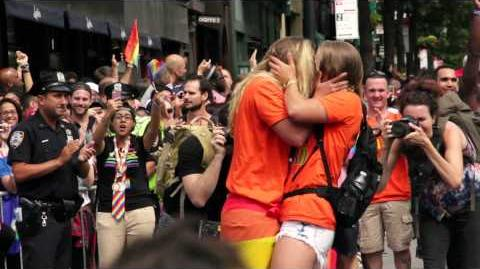 Marriage_proposal_at_NY_Gay_Pride_Parade_2015!-0