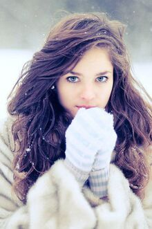 Blue-blue-eyes-brown-brown-hair-girl-Favim.com-334148.jpg