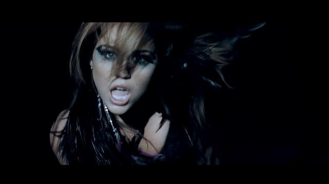"""Miley_Cyrus_""""Can't_be_tamed"""""""