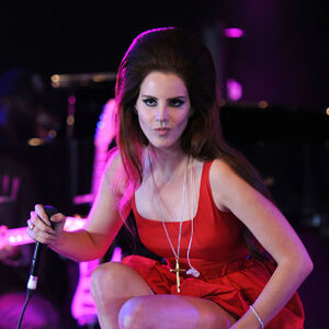 LANA-Del-REY-Performs-at-Bbc-Radio-1-S-Hackney-Weekend-Festival-in-London-7.jpg