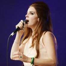 Lana-del-rey-lovebox-festival-day-2-06.jpg