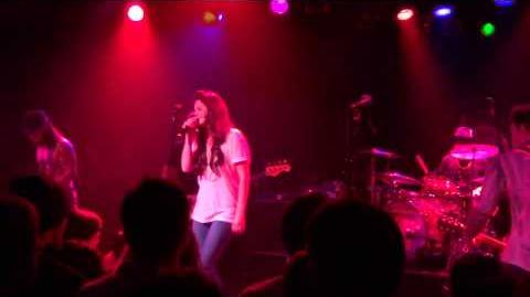 Lana_Del_Rey_performing_Roadhouse_Blues_with_Camp_Freddy