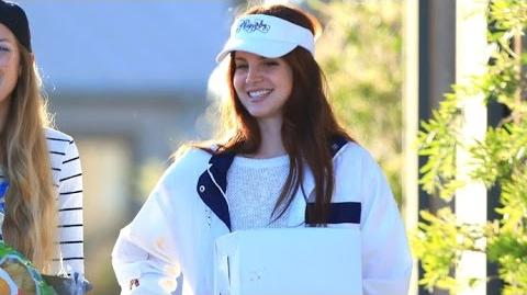 Lana Del Rey Just A Regular Girl Out Grocery Shopping