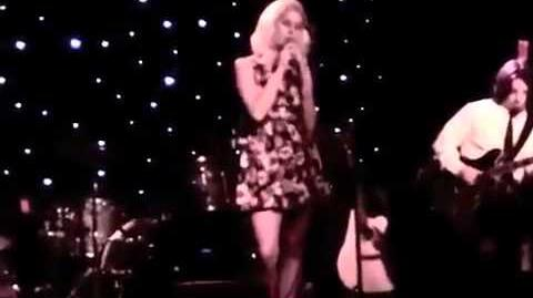 """Lana Del Rey (Lizzy Grant) Performs """"Gramma"""""""