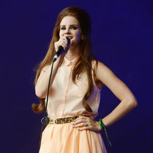 Lana-del-rey-lovebox-festival-day-2-09.jpg