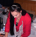 Crysal Gayle signing autographs
