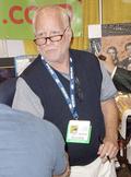 Richard Dreyfuss signing autographs