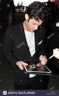 Penn-badgley-emma-stone-and-penn-badgley-signing-autographs-and-meeting-K4KJE7