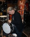 Ian-signing-the-snare