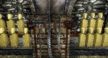 КБМ 1-ая витрина с оружием.jpg