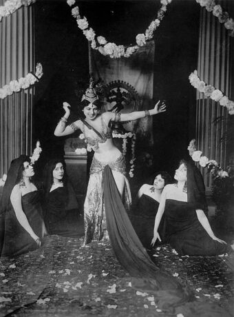 665px-Mata Hari dancing in the Musée Guimet (1905) - 1.jpg