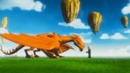 Lloyd streichelt den goldenen Drachen