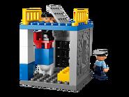 5681 Le poste de police 3