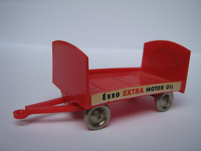 252 Trailer Esso Extra Motor Oil.jpg