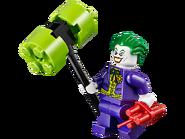 10672 L'attaque de la Batcave 5