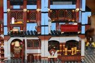 Mittelalterlicher Marktplatz blaues Haus 10193