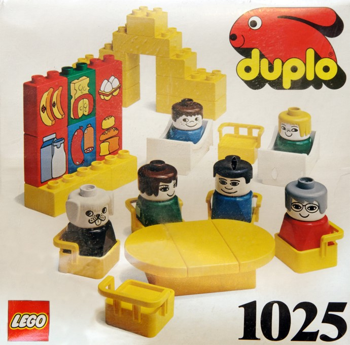 1025 Figures and Furniture