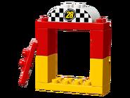 10843 La voiture de course de Mickey 3