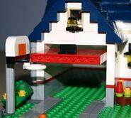 5891 Garage