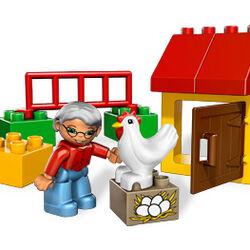 5644 Chicken Coop