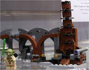 75017 Duel On Geonosis (Yoda & Pillar).jpg