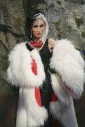 73cd96c3ff37b8f007c24498eb2012e2--cruella-deville-costume-ideas